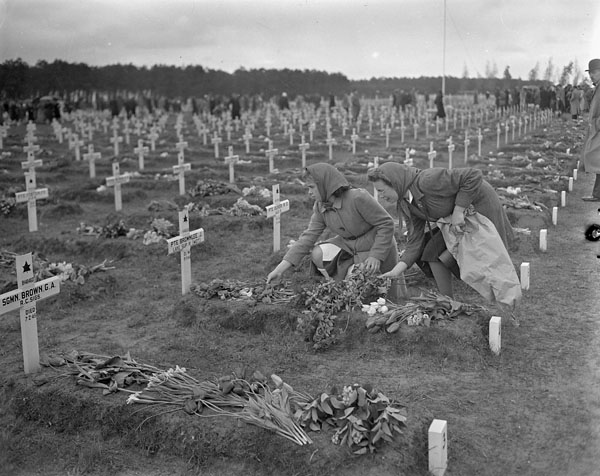 graves of Canadian soldiers, Bergen-op-Zoom, Netherlands, 5 May 1946 (2)